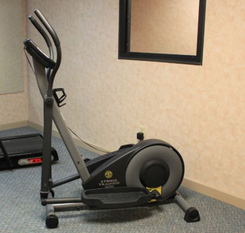 An elliptical trainer model from Gold's Gym