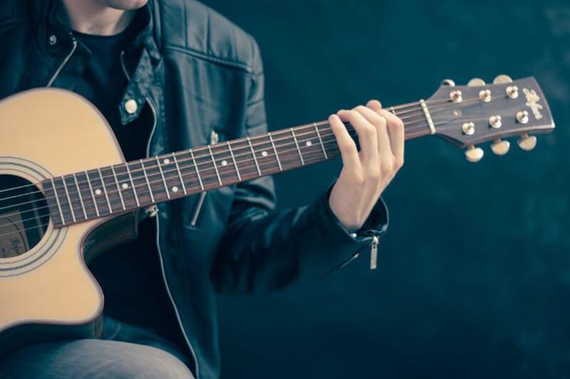 How to Choose a Beginner Guitar