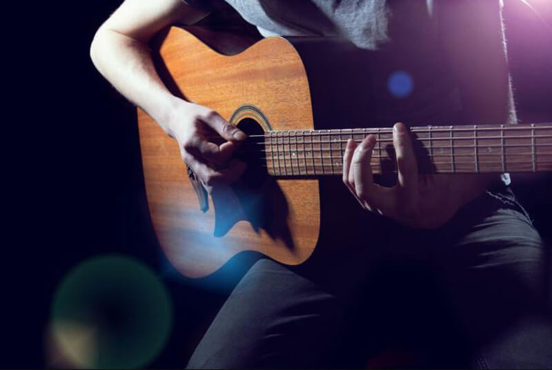 Top 12 Best Acoustic Guitars Under 200